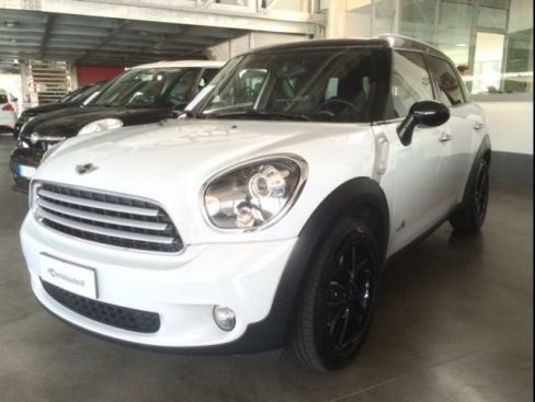 MINI Countryman Cooper D ALL4 Automatica (XENO)