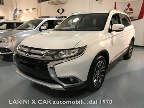 MITSUBISHI Outlander 2.0 MIVEC 2WD INSTYLE CVT  SCONTO € 6.000