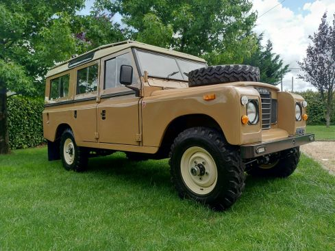 LAND ROVER Series 109""