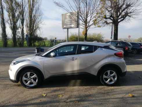 TOYOTA C-HR 1.8 HYBRID E- CVT BUSINESS