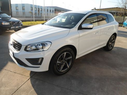 VOLVO XC60 D4 R DESIGN MOMENTUM GEARTRONIC
