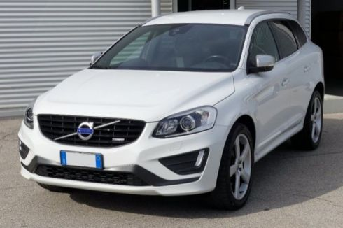 VOLVO XC60 D4 AWD Geartronic R-design Momentum