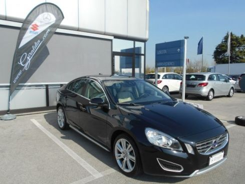 VOLVO S60 D5 AWD Geartronic Momentum
