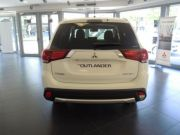 MITSUBISHI OUTLANDER 2.2 DI-D 4WD INSTYLE PLUS 7P. DIAMOND PACK car Km0 2017