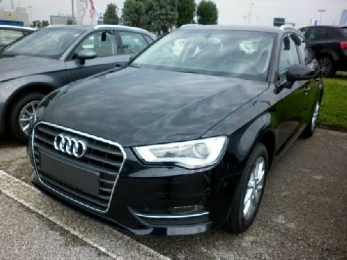 AUDI A3 1.6 TDI 105cv Attraction-ACCESSORIATE.Va