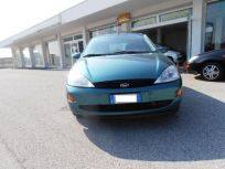 FORD FOCUS 1.6I 16V CAT 5P. ZETEC Usata 2001