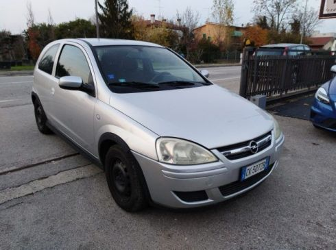 OPEL Corsa 1.2i 16V cat 3 porte Club, NEOPATENTATI