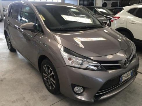 TOYOTA Verso 1.6 d-4d active (586)