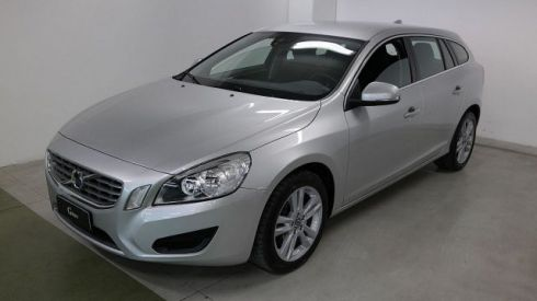 VOLVO V60 D5 Geartronic Momentum