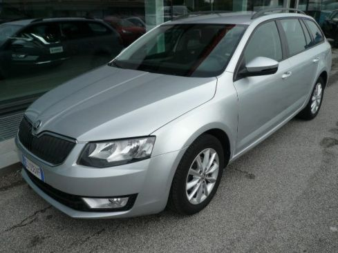 SKODA Octavia 1.6 TDI CR 105 CV Wagon Executive