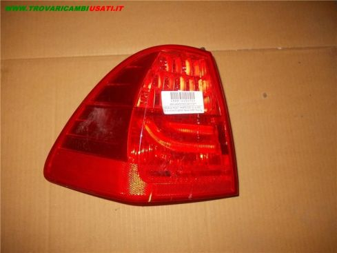 FANALE POST. PARTE EST. S. BMW Serie 3 E91 Touring A LED 09 IN AVANTI 63214871737 999-U40472 (Usato)